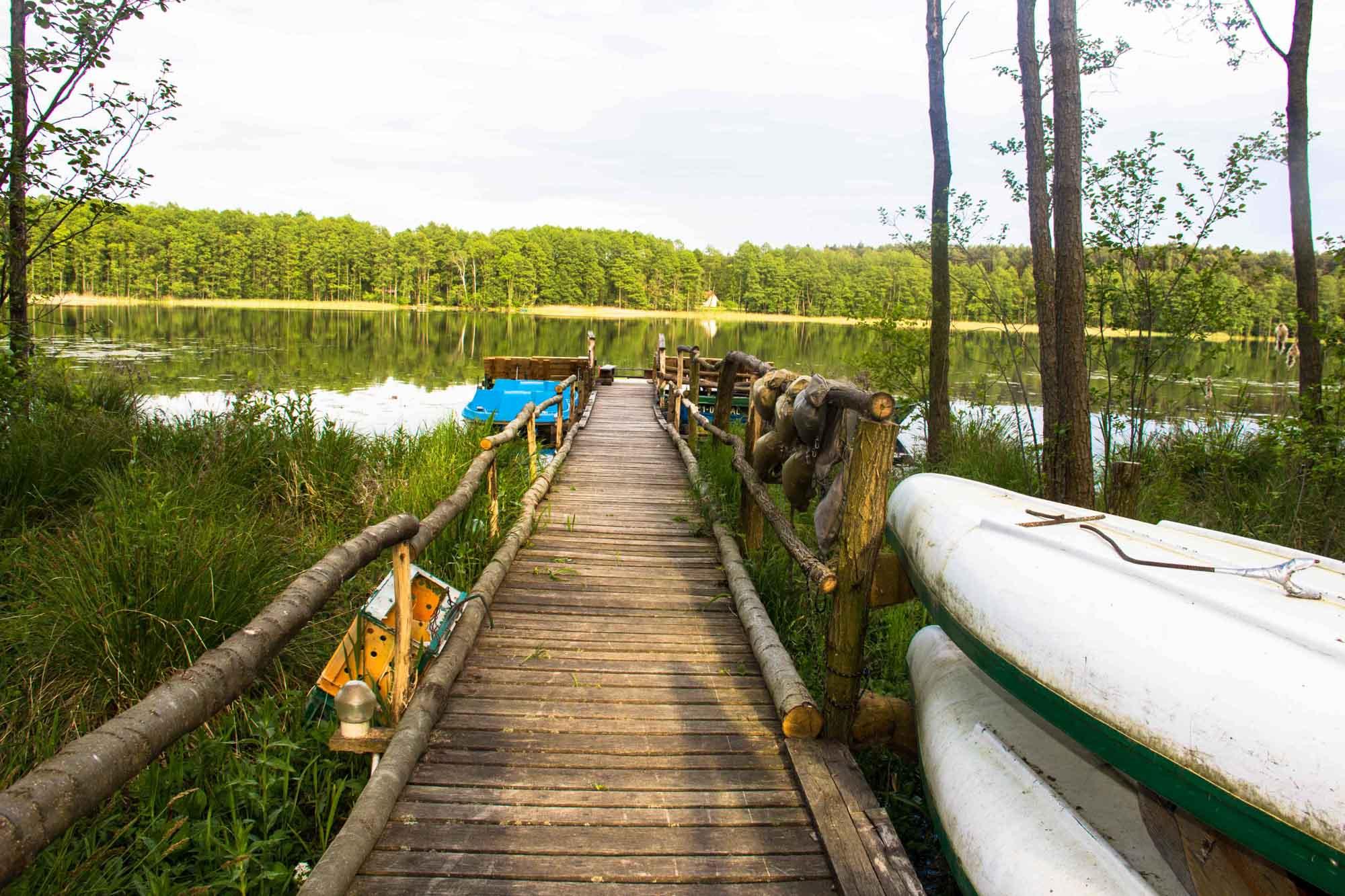 Łódka, kajak, rower wodny. Sprzęt agroturystyki Lema w Wielkopolsce nad jeziorem dośtepny w cenie najmu