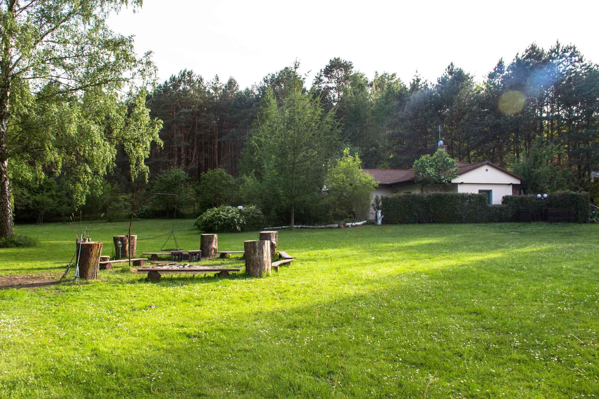 Hektar terenu nad jeziorem, idealne miejsce dla par, cisza i spokój, przyroda, ryby, grzyby